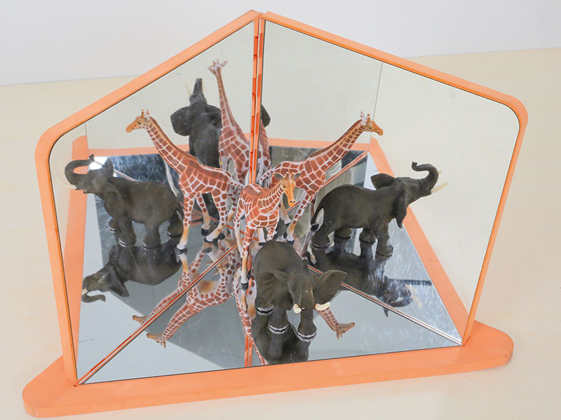 miroirs et figurines animaux